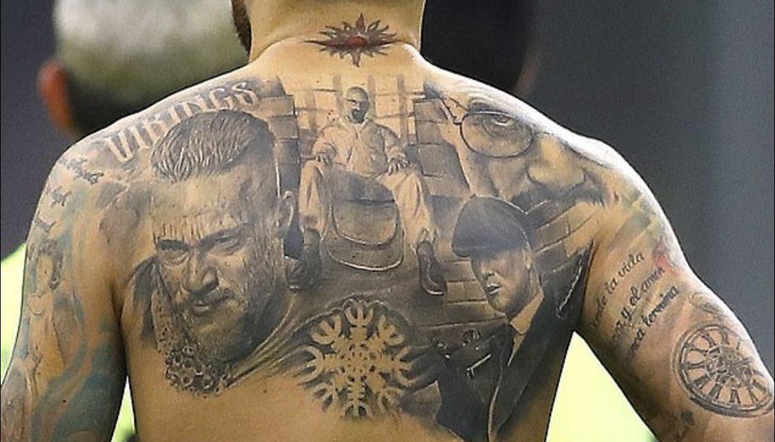 Découvrez les 3 personnages de séries TV qu'Otamendi s'est fait tatouer !