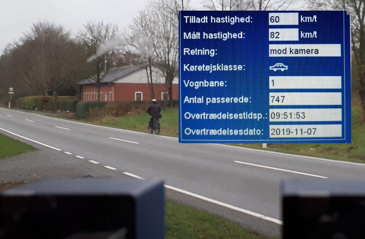 Utryg borger havde ønsket ATK hastighedskontrol på Esbjergvej i Vejen kommune, så vi har været et smut forbi med ATK vognen. Desværre havde 25 bilister for travlt i 60zonen, så de får en kedelig hilsen i E-boks. 2 kørte til klip (82km/t) #atk #politidk https://t.co/zPERnz8Iyk