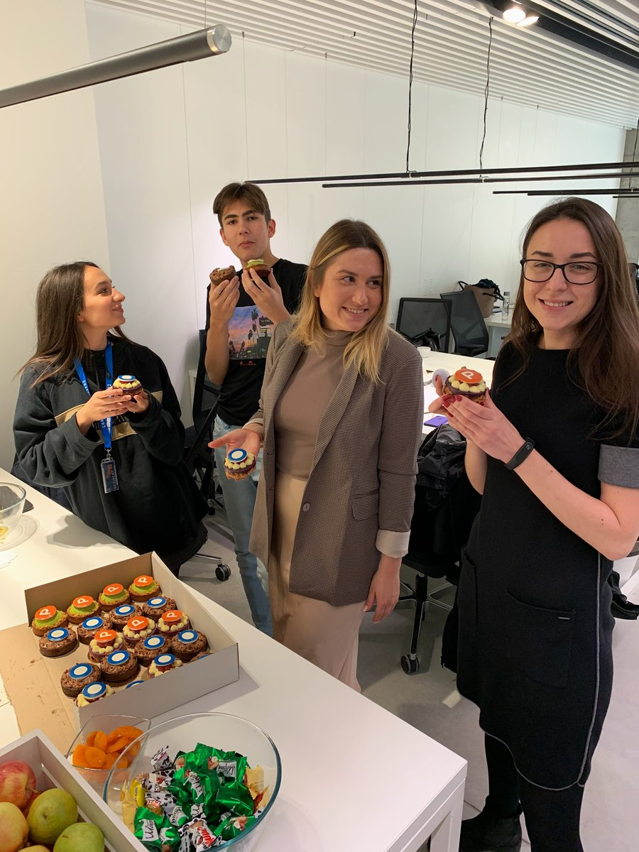 We had a little party for @TheGlobalTalent launch at @ProductHunt today. So much fun and tasty cakes  😌 Thanks everyone for such a warm welcome we received! https://t.co/IjJmnOrKNb