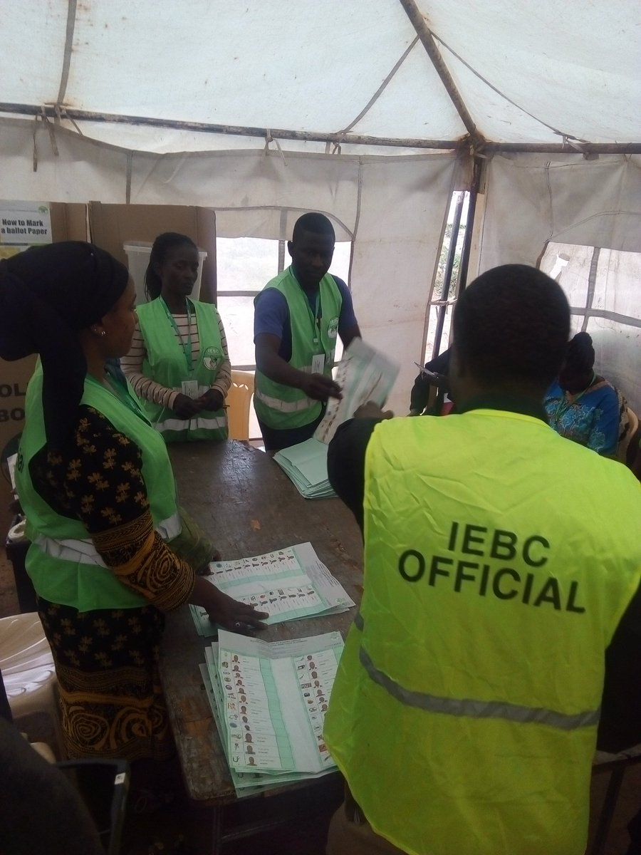 Vote counting ongoing Kibra DC grounds #KibraPolls <br>http://pic.twitter.com/9M2IGGoqiw