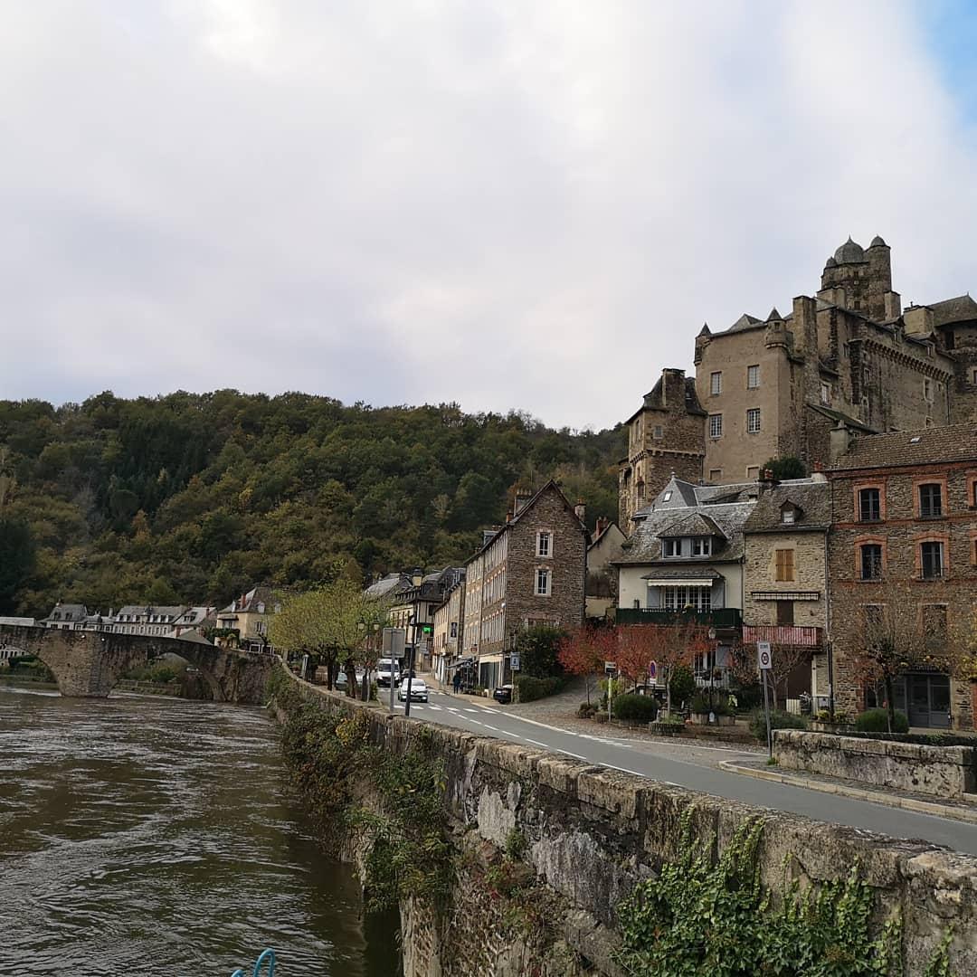 C'est ton d'Estaing  #aveyron #aveyrontourisme #patrimoinefrancais #patrimoine #nature #naturephotography #vacances #holidaypic.twitter.com/Tz0RmCc2ED – at Chateau d'Estaing