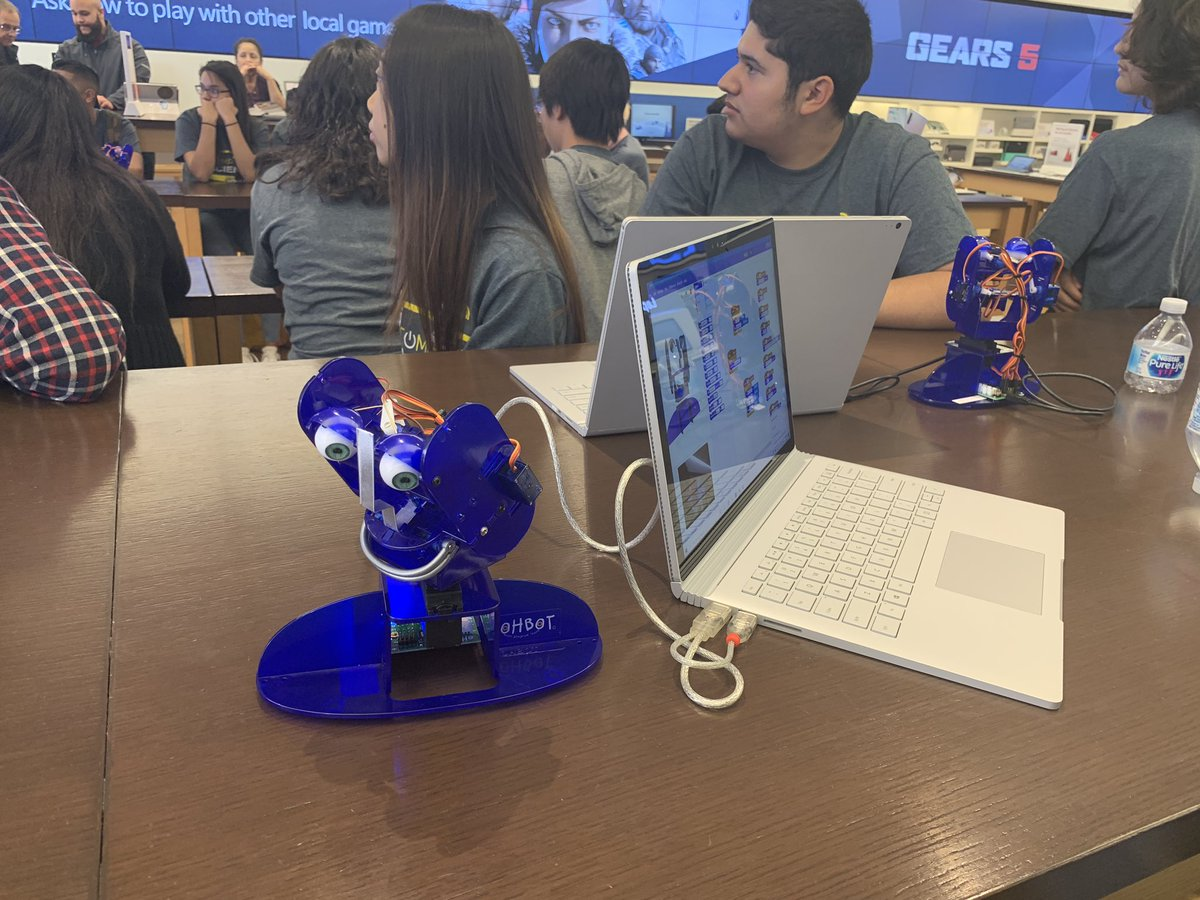 Thank you to @MicrosoftStore San Diego for teaching our @MVHSMonarchs CTE students about Ohbot and LinkedIn