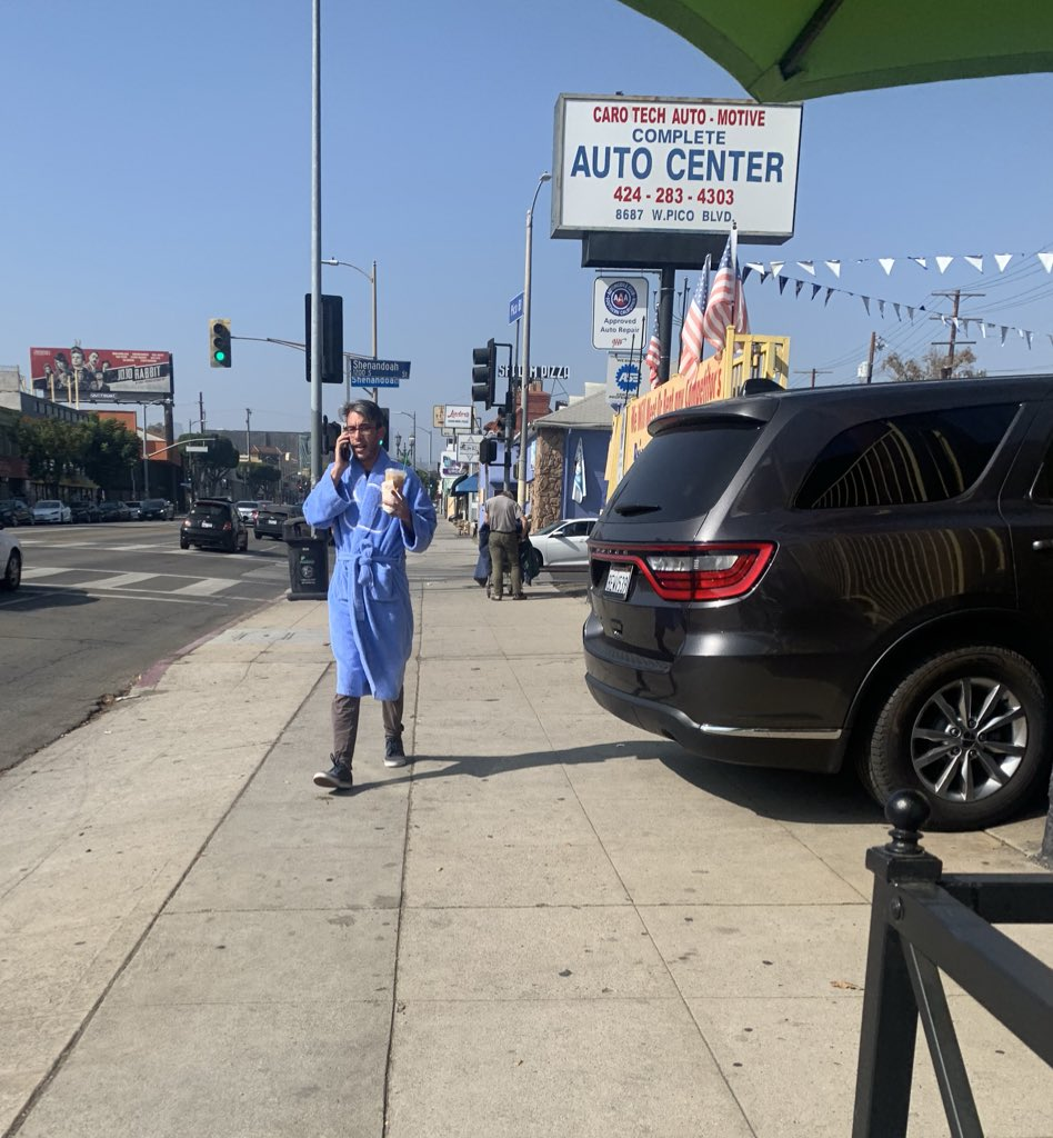 LA claims it's not a walkable city. #lastreetstyle pic.twitter.com/l1lc3AFv8k