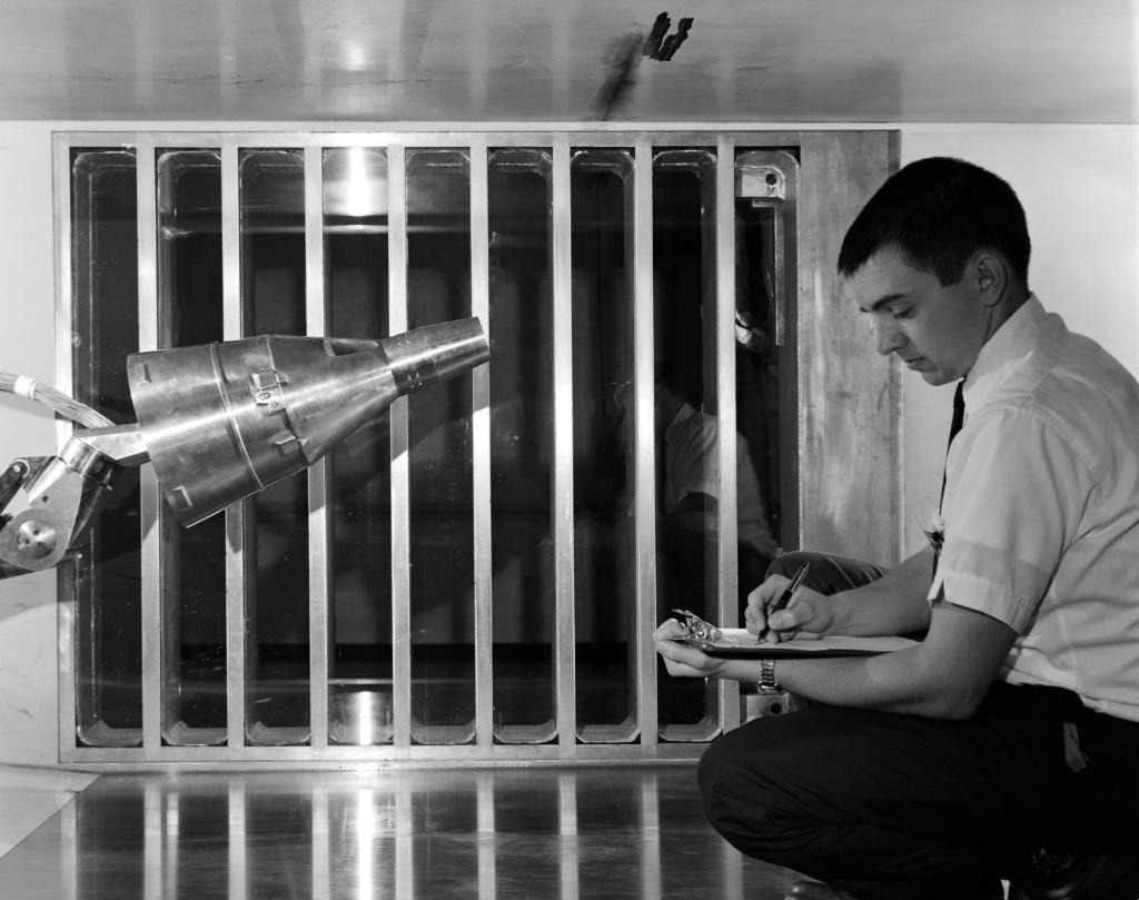 #OTD in 1962, the Gemini crew capsule was tested in a wind tunnel at @NASAAmes. Originally established in 1939 at Naval Air Station Moffett Field, Ames was the second NACA laboratory to be established. Learn about Ames Research Centers history: history.arc.nasa.gov