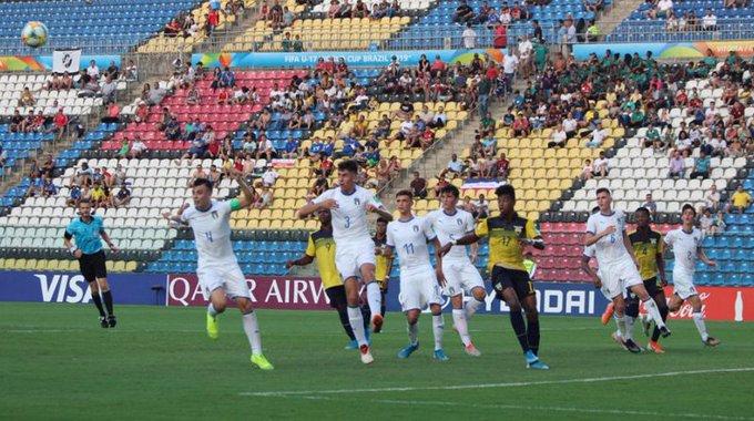 Argentina ganaba 2-0, pero perdió ante Paraguay por 3 a 2 y quedó eliminada del Mundial Sub 17 con final bochornoso (Video) EIzPTzZXsA8Ch3m?format=jpg&name=small