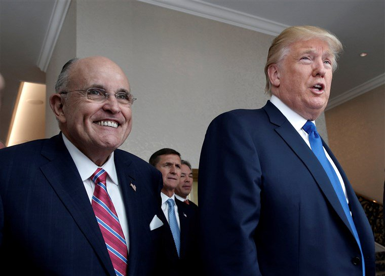 (THREAD) Giuliani is hoping America won't understand the difference between *investigation* and advocacy/diplomacy. As a former criminal lawyer *and* former criminal investigator, I can explain the difference—and it's absolutely critical, here. I hope you'll read on and retweet.