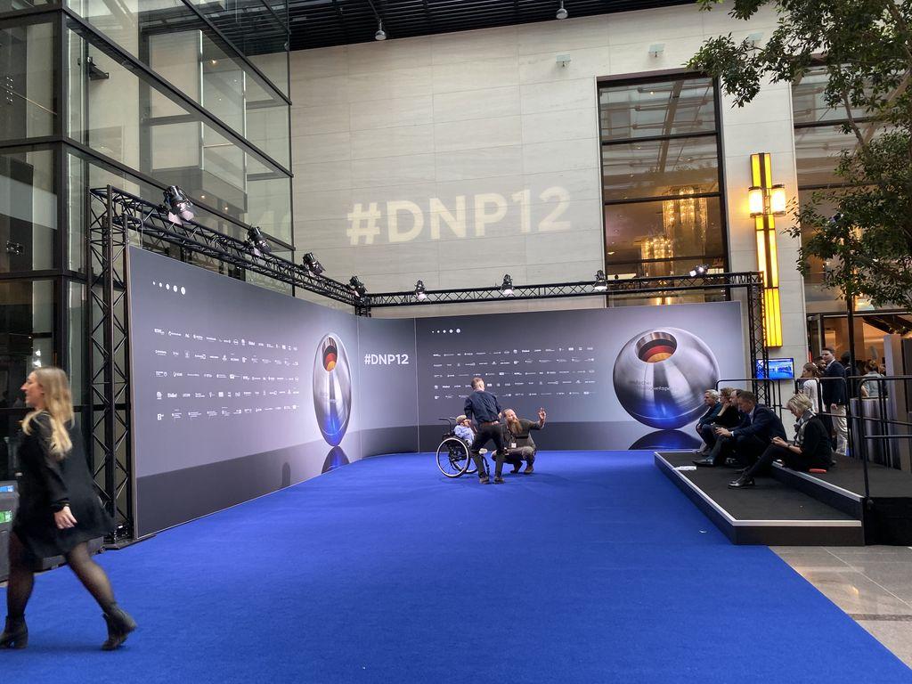 test Twitter Media - Heute im Doppeleinsatz. Erst beim #dnp12 zum Next Economy Award und nun auf der Digitalkonferenz mit @a_pinkwart zum Thema #DigitaleBildung. Gleich auf der Bühne. Wichtiges Thema #DieZukunftistmenschlich #zukunftgestalten #nachhaltigkeit #düsseldorf https://t.co/EufejJ06ra