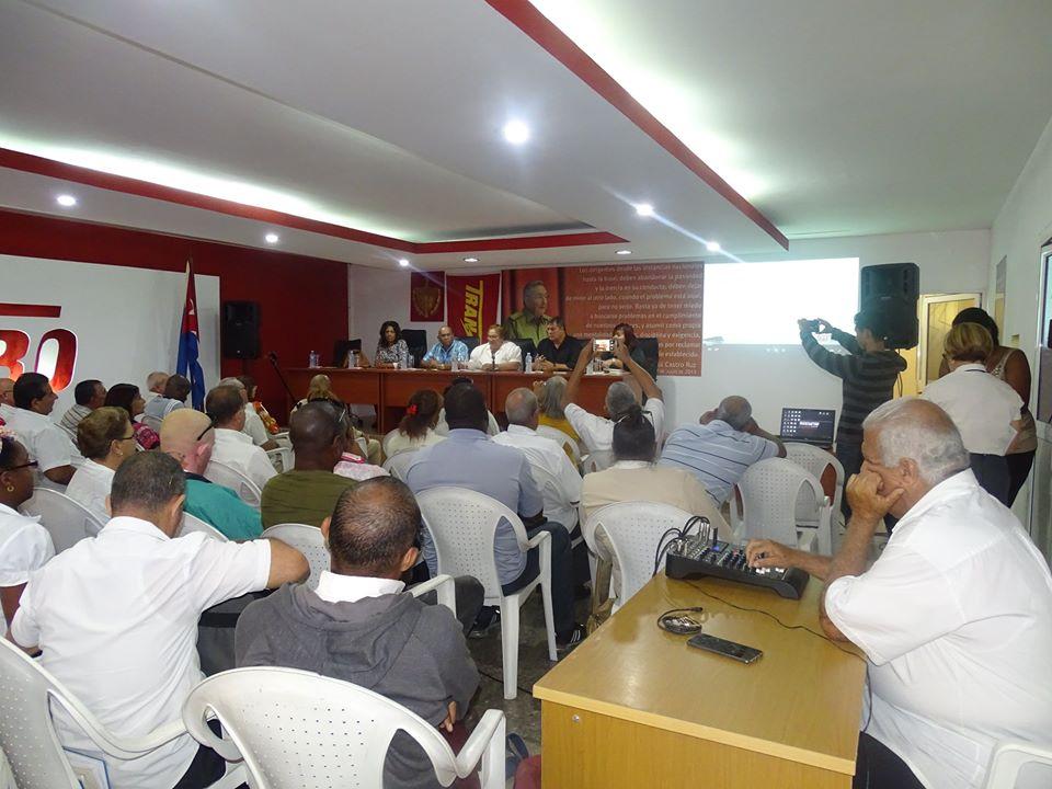 Directivos y la reserva de cuadros de la @TransmetroETT, participaron en un intercambio con el Héroe de la República de Cuba, Ramón Labañino, en el marco de las actividades en recordación al Aniversario 3ro de la desaparición física de nuestro Comandante en Jefe #FidelCastro