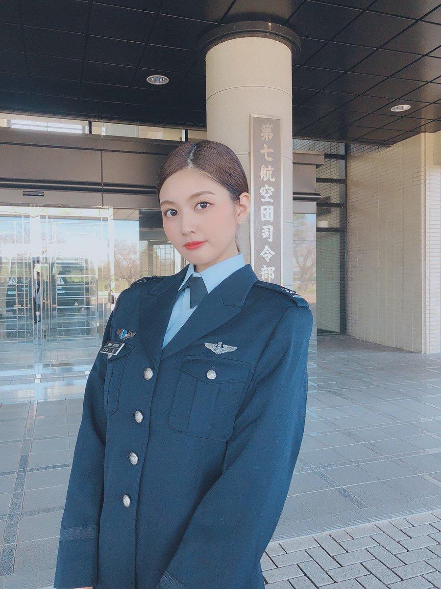 みんなもう月刊MAMOR見てくれた?自衛隊の服もめっちゃかっこいいけどこっちの制服もよくない?😎
