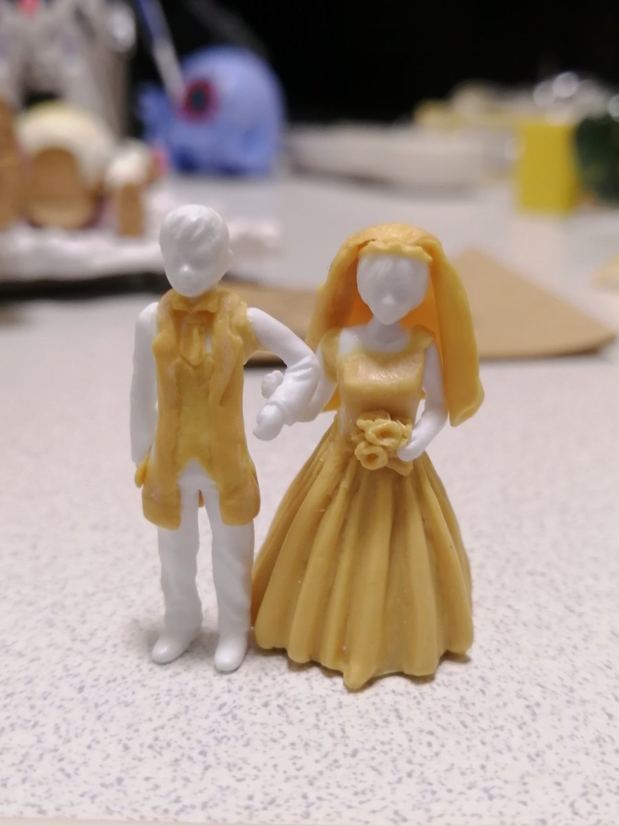 今製作してるジオラマに使うメカトロ生徒の進捗です。本当は今日完成させた状態でツイートしたかった💦というわけで先程コウカさん(@vahIf0rnuwsEJkx )と結婚しました💒 ウィーゴがきっかけで出会えました(*´ー`*)💕令和元年11月22日 コウカ・ぴ