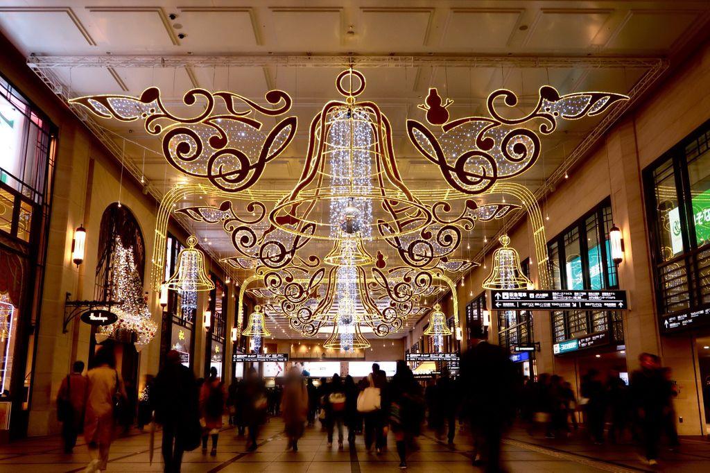 阪急百貨店前のクリスマスイルミネーション、始まりました。