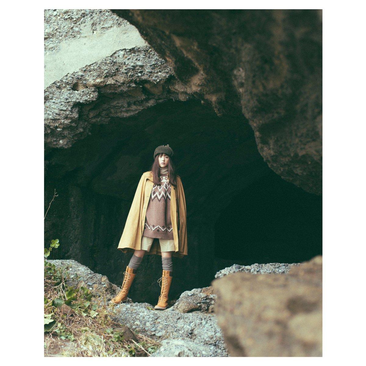 今月の #山本美月とアニメのはなしは、来年劇場版公開の、『メイドインアビス』です♡探窟家をイメージしたスタイリングで、洞窟で撮影。そして、アビスの世界をイメージして作画しました!誌面版はこれに文字も書いています。ぜひ今月号のSpring、見てください\(^^)/今月は巻頭です♡わーい