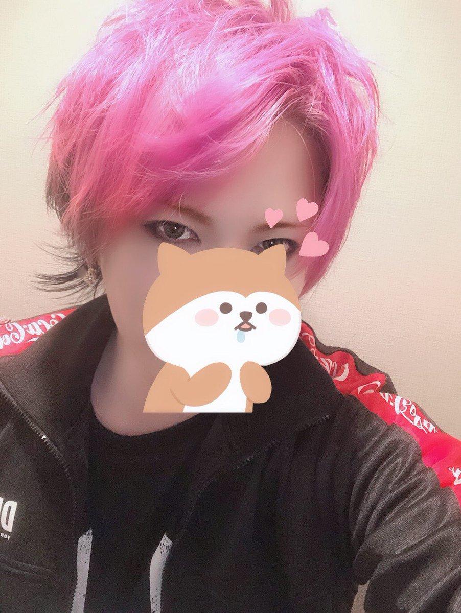 今日はGero Live 2019 ~令和大暴れtour~にゲスト参加させて頂きました〜!Geroさんはほんと尊敬するvocalistだぜ〜あの無尽蔵のスタミナはどうなってるのかねしかし…🧜🏻♀️髪バッサリ切ってね、マニパニのミスティックヘザーってやつを入れたんよねー🤳明かりのせいであれだけどピンク寄りの紫だね!