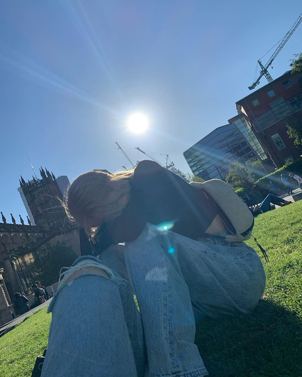 #roses_are_rosie  Taken by miss #lalalalisa_m. I think this one's from Manchester 🤔 https://t.co/EH5AQzLxf0