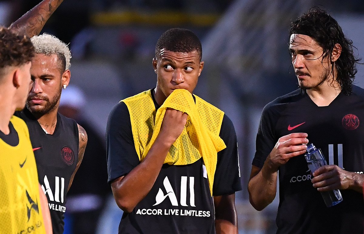 For the first time this season, all of Thomas Tuchels five forwards are available for PSG! ✅ Edinson Cavani ✅ Angel Di Maria ✅ Mauro Icardi ✅ Kylian Mbappe ✅ Neymar Poor Lille 😰