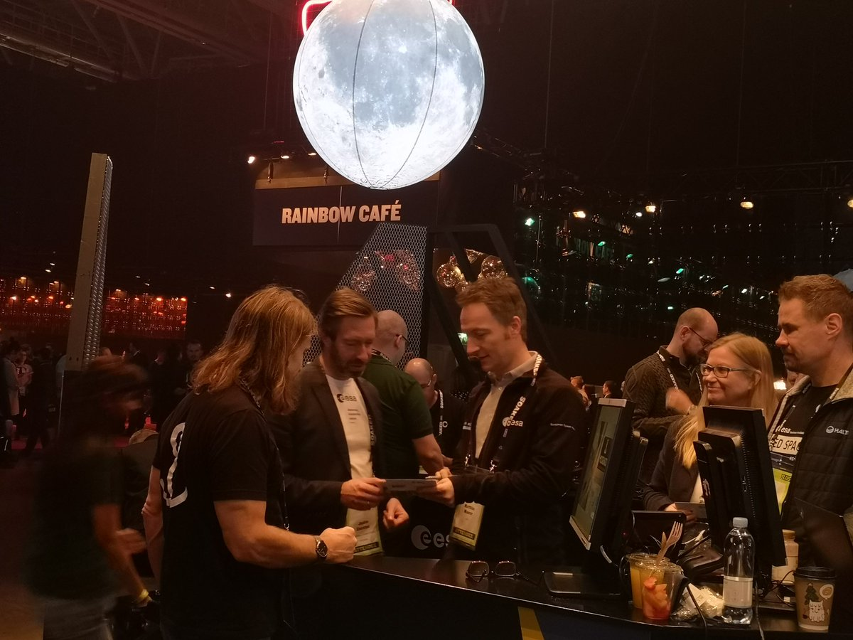 .@Explornaut Matthias Maurer Astro now at our stand speaking to our start-ups and trying the @ESA_EO VR demo @SlushHQ @ESAbusinessapps @Space4Europe #Slush19 https://t.co/zVcbNBadlm