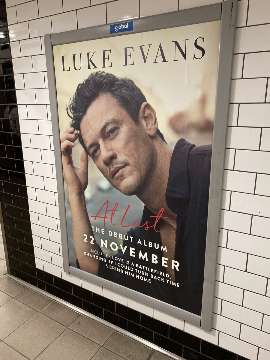 Oi oi! @TheRealLukevans https://t.co/kHSm8TXcBs