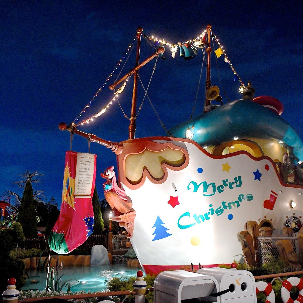 東京ディズニーランドかわいいクリスマスデコレーションのトゥーンタウン☆