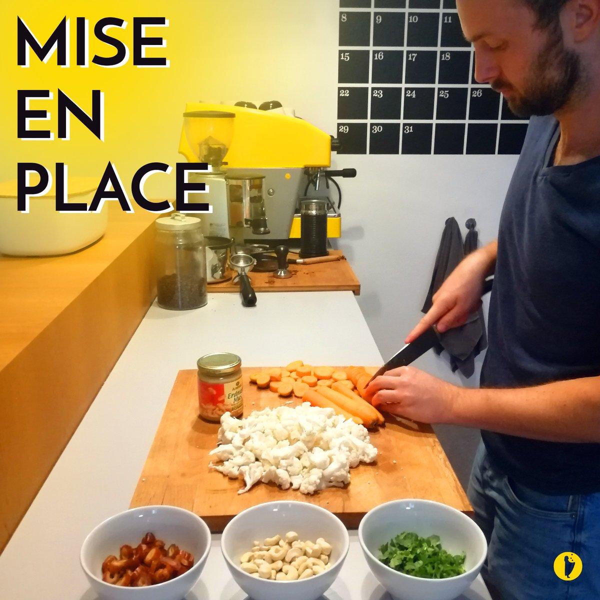 Ordnung ist das halbe Leben – alte chinesische Küchenweisheit. Aber wenn bei uns die Grafik kocht wird daraus schnell mal ein kreatives Chaos. #kreativeschaos #kitchennightmarepic.twitter.com/vw0dQL1mqe