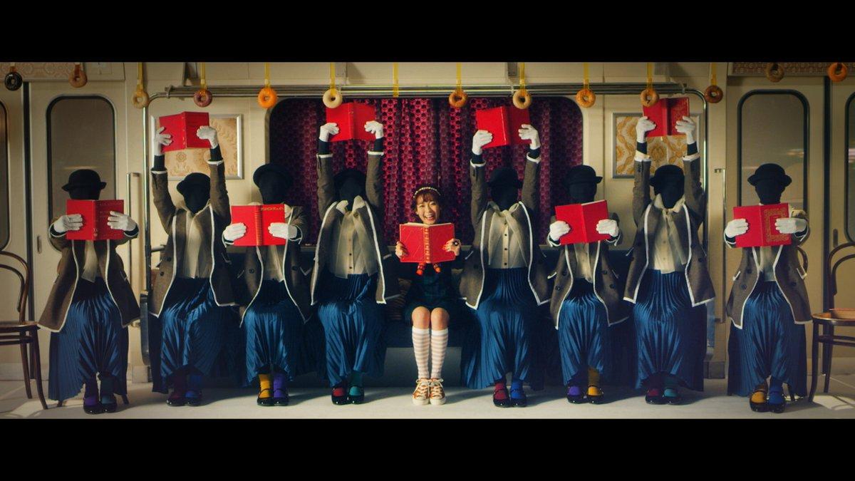 斉藤朱夏さん「パパパ 」MV監督しました✨パッと明るくなる曲です🍬本や傘、あめ…?など不思議な世界にいる、魅力的な朱夏さんに恋しちゃってください😌素敵なダンスにも注目です可愛すぎにご注意ください