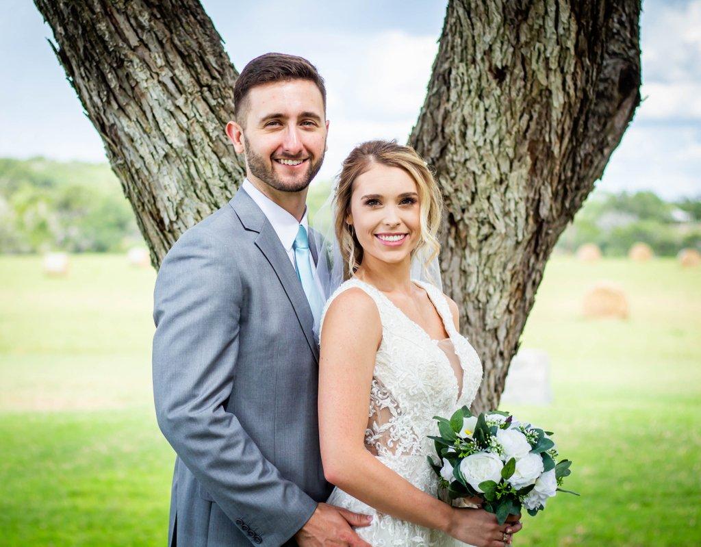 Wedding Day Love!! . . . #sanantonioweddings #vchphotography #sanantonioweddingphotographer #texasweddingphotographer#weddingwire #theknot #texasweddings #texasweddingphotographers #sanantoniophotographers