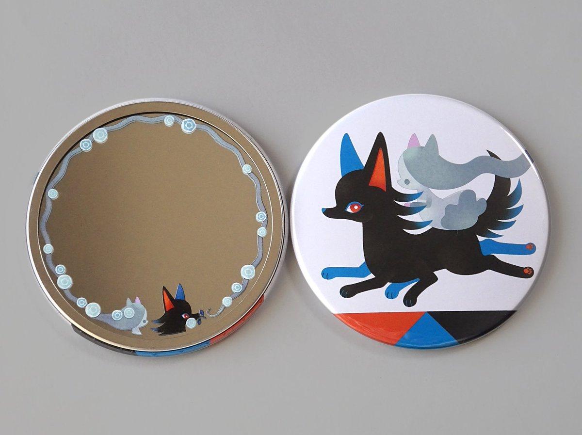 やってみたかった鏡面へのプリント入り缶ミラーを作りました!わーい!後ろ髪を引かれる幽霊の女の子と、その髪を花で飾る6本足の狼です 今週末の #てづバ に持って行きます、よろしくお願いします
