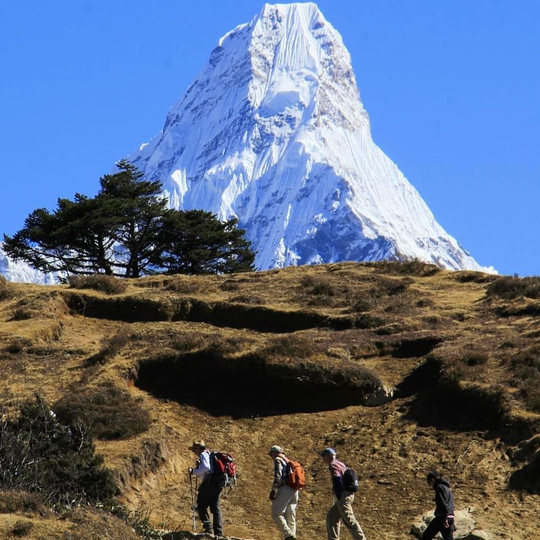 Mount Amadablam saw while trekking in Everest Region 😯  📷: @sharankarki   #advanture #trekkinginnepal #photography #travel #trekking #hiking #travel #tour #mountains #himalayas #ebctrek #Everest  #mypride #mynepal #love #fun #nepal #nepal8thwonder #visitnepal2020 #sulavyatra