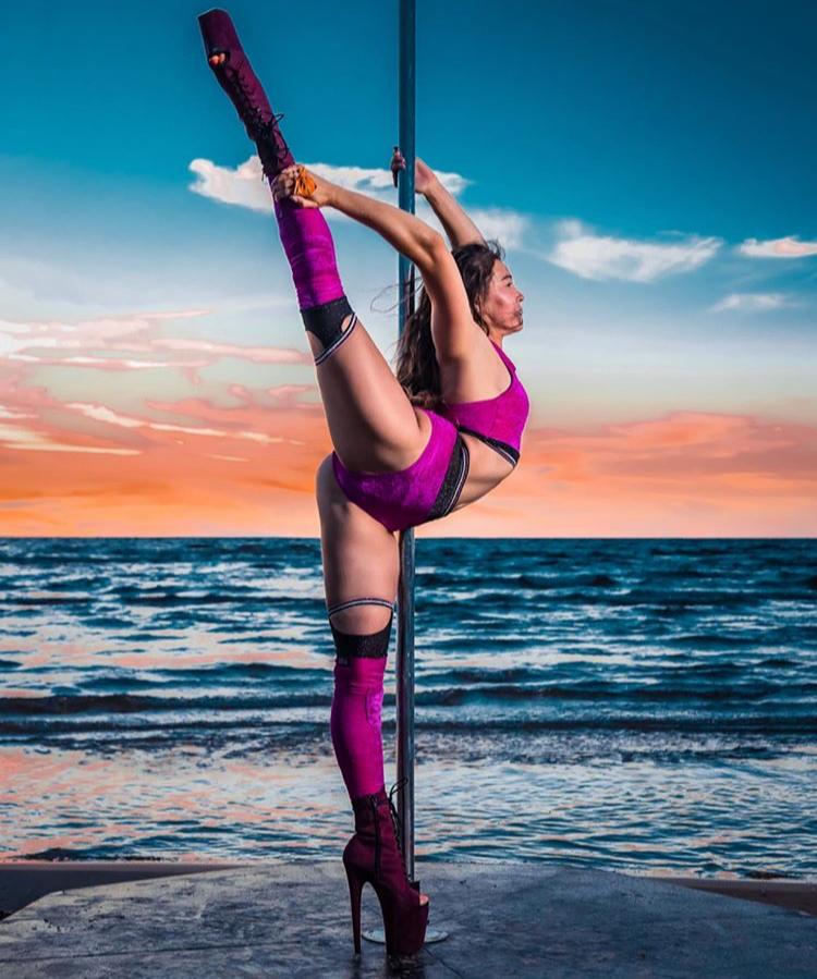 SHE BELIEVED SHE COULD SO SHE DID! #polefitness #poledance #pole #polesport #poledancer #poledancing #poleart #fitness #polefit #polelife #polelove #poledancephotography #dance #poletrick #poledancers #poleworkout #poletricks #dancewear #polepassion #unitedbypole #poleathletepic.twitter.com/2Z4RiRl3jR