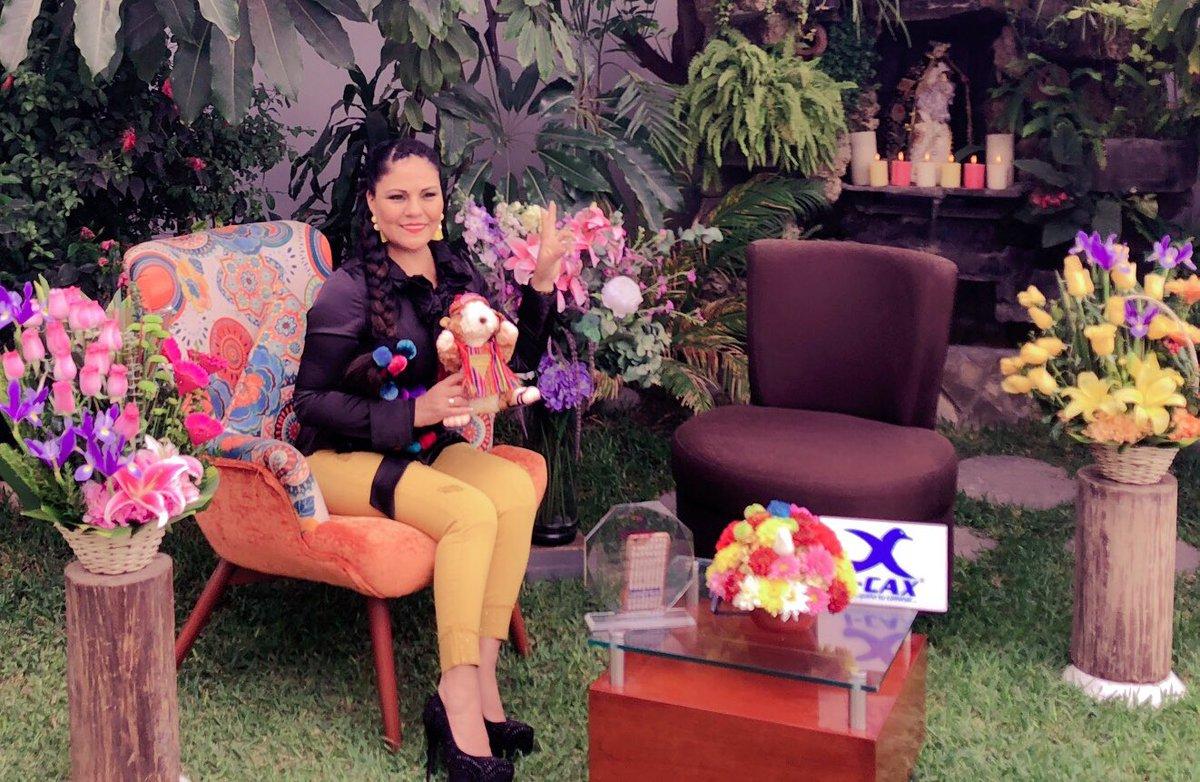 Precioso día amores aquí casi lista para celebrar mis 29 aniversario este sábado 23 en los portales del huayllabamba y en tintay.los esperamos ♥️♥️❣️🎤❤️ https://t.co/Tq4fQFTHNq