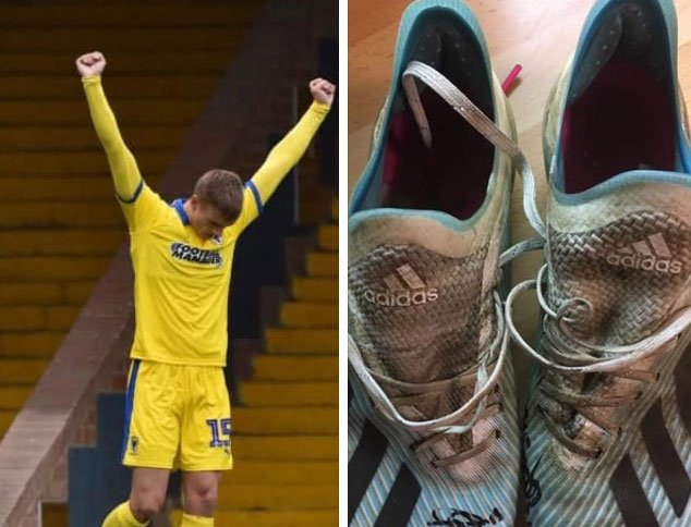 The bidding is hotting up for our fantastic pre-Christmas auction! Items include the boots worn by @mforss_ when he scored his superb hat-trick at Southend! The auctions have raised £45,000 for @TheDonsTrust over the years: bit.ly/2CQ2hYq @KentWomble @EssexWomble #AFCW