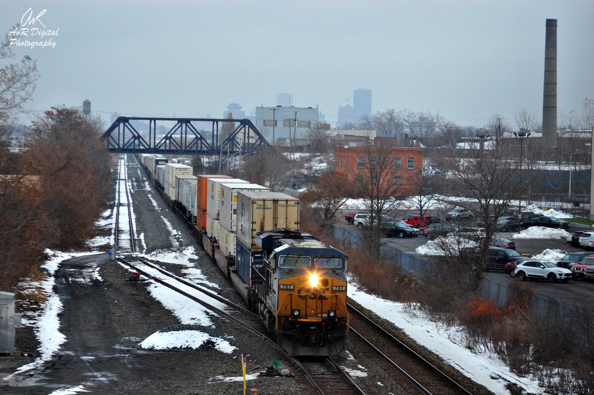 Foggy City - Hot Shot Train  a CSX hot shot intermodal train leaves a foggy Downtown Rochester,NY in the distance and heads for parts west of town.  11/20/19  @NYMT161  @john_kucko  @news10nbc  @News_8  @13WHAM  @SPECNewsROC  @ThePhotoHour  #Roc  #train  #fog  #freight  #photography