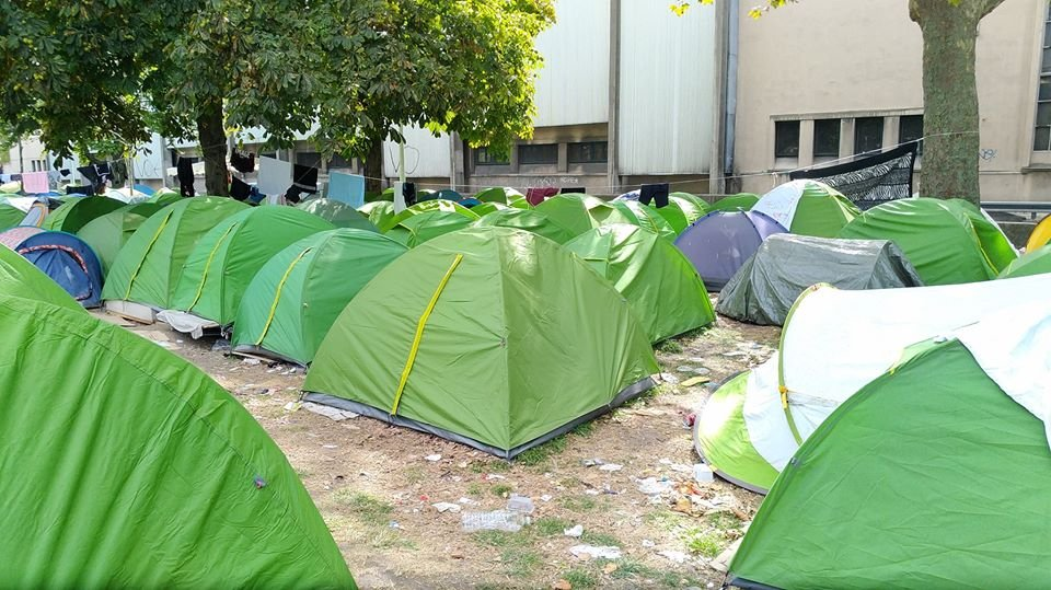 Refugees in Paris living in conditions 'unfit for human beings' care4calais.org/news/refugees-…