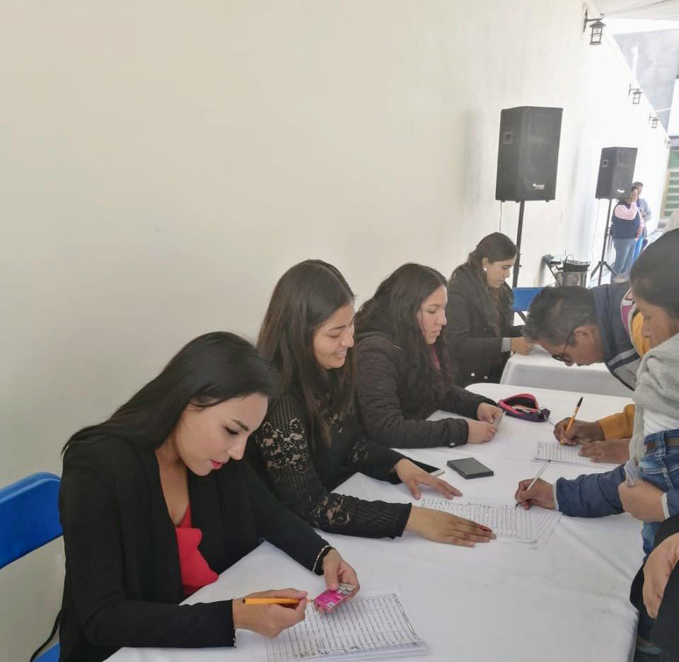 Porque la #Educación es un derecho no un privilegio. 👧🏽👦🏽  Entregamos la beca de #EducaciónBásica a madres de familia de diferentes municipios del Estado de #Hidalgo 🔹Tepetitlan 🔹El Cardonal 🔹Tecozautla   #BecasBenitoJuárez📚 @GobiernoMX