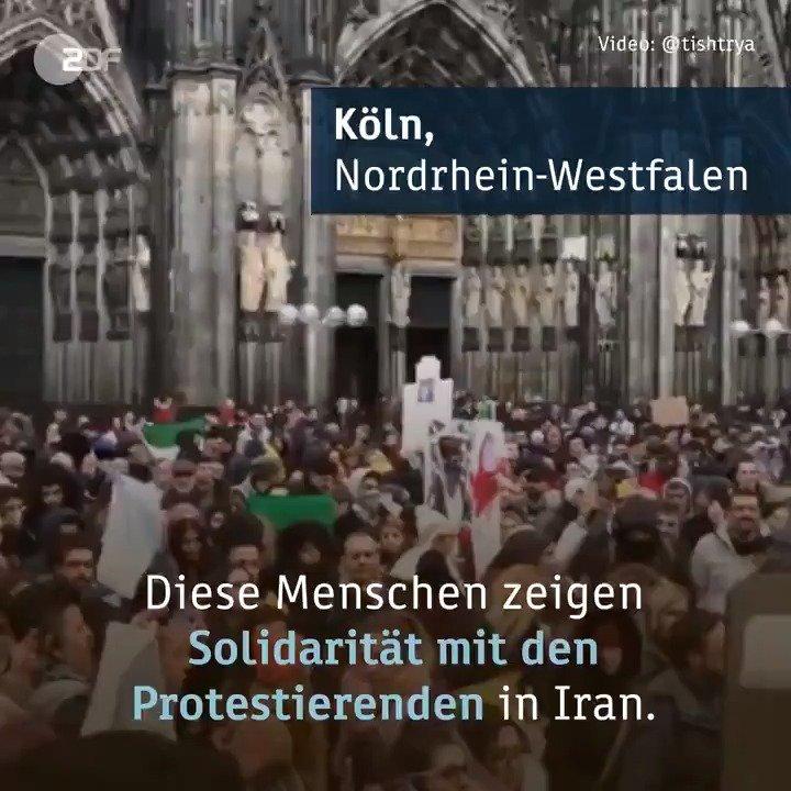 """Irans Präsident Ruhani hat erneut seine umstrittene Entscheidung für höhere Benzinpreise im Land verteidigt. """"Die Entscheidung war insbesondere im Sinne der sozial schwächeren Klassen"""", sagte er. In Köln gingen heute Menschen aus Solidarität mit den Protestlern auf die Straße."""