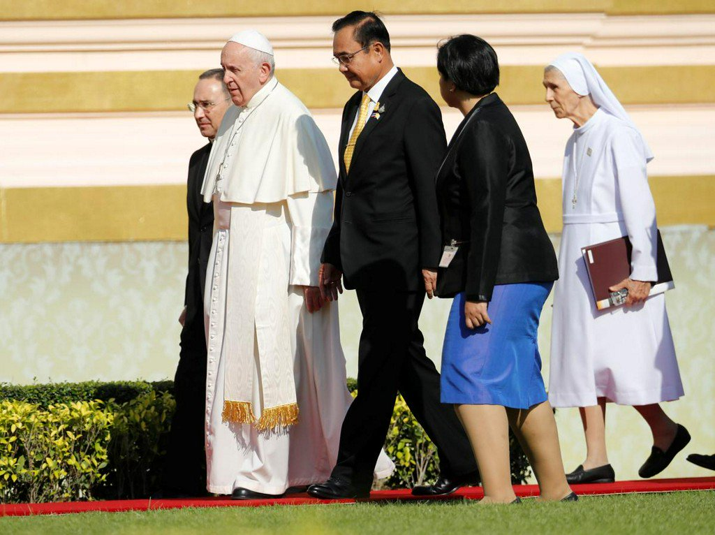 Pope Francis meeting Thai king, Buddhist patriarch in visit