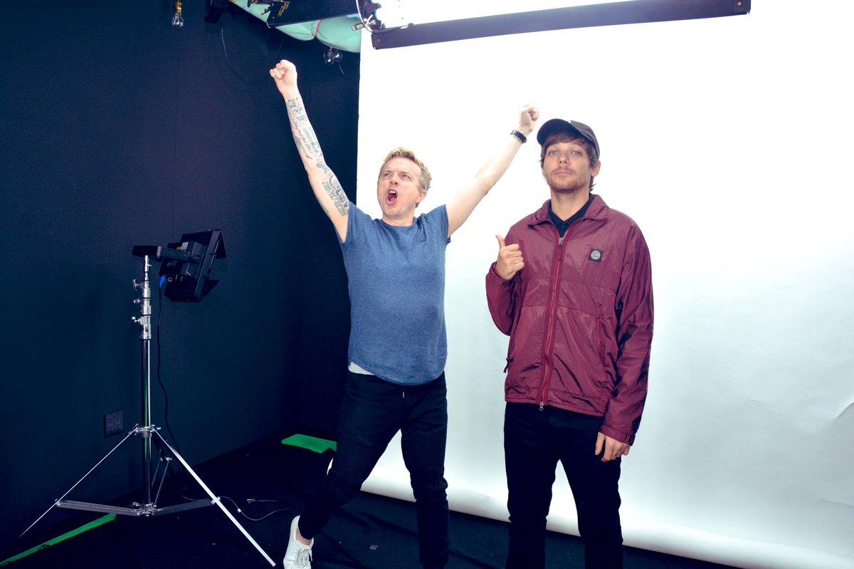 TONIGHT 9P!!! The @Louis_Tomlinson interview x TATTOO SESSION x #WeMadeIt @1027KIISFM!!! #LouisTomlinson #LouisTattooJoJo #JoJoOnTheRadio Watch NOW: ihr.fm/2DeksHH x Listen 9P (pst): KIISFM.com/listen ⚡️⚡️ (I'm on the left)