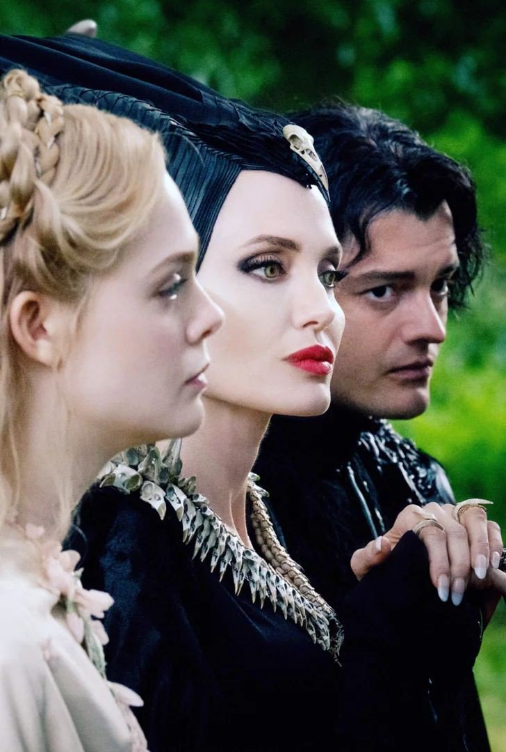 I wanna be adopted into this family. 😍😩💯❣️✨ #maleficent2 #mistressofevil #Iwantmaleficenttobemymother