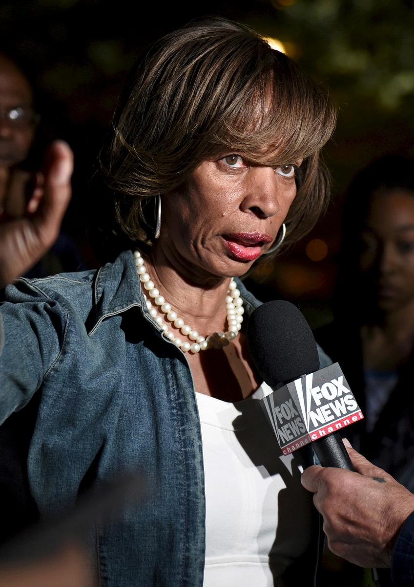 Former Baltimore mayor charged with wire fraud over 'Healthy Holly' book sales