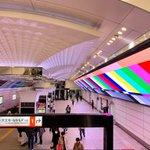 御堂筋線の梅田駅に巨大ビジョンが登場! 大阪メトロになって一気に近代化!