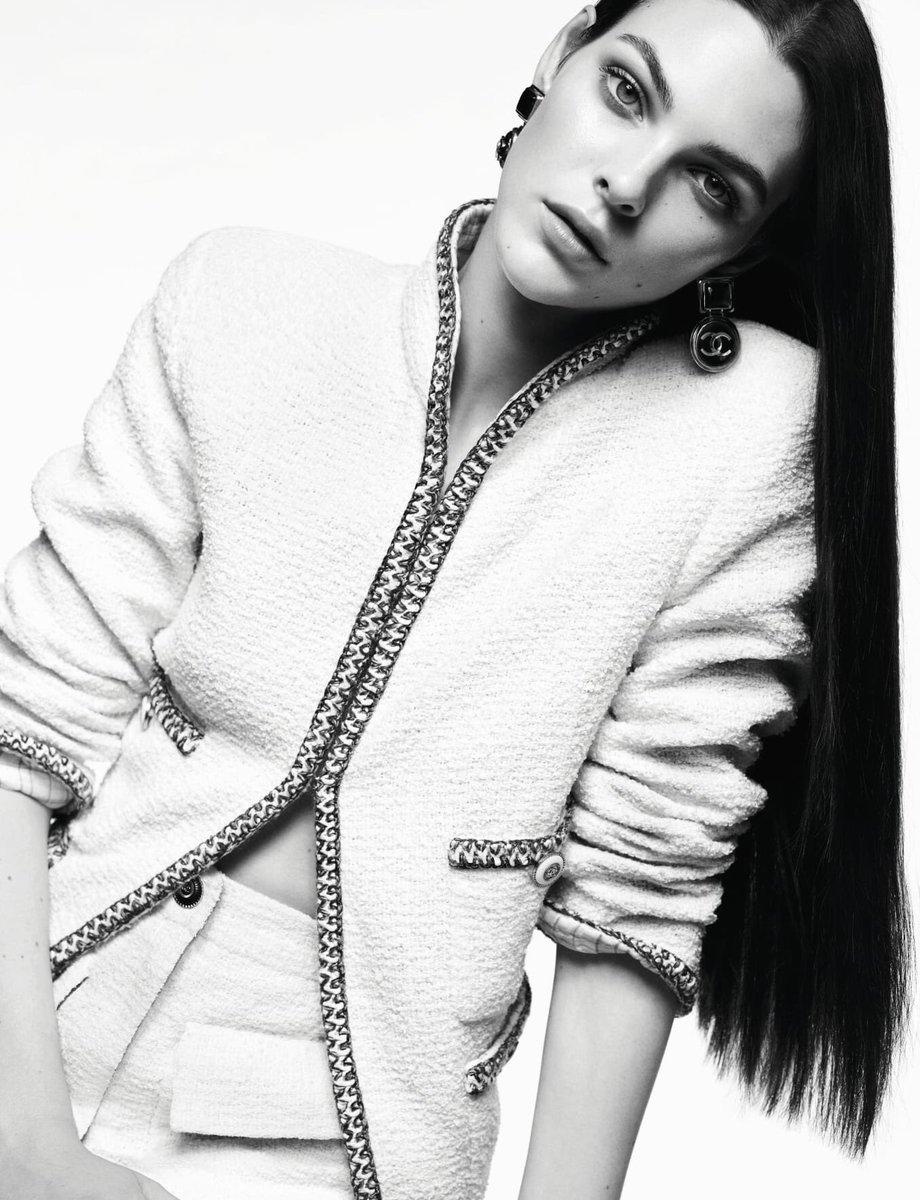 Campagne pour la collection #CHANELCruise 2019-20, imaginée par #VirginieViard et disponible en boutique #CHANEL et sur https://t.co/Tl4kgzsjHX #DestinationCHANEL #VittoriaCeretti 👉 https://t.co/D1Kctf3DPO L'héritage de Coco Chanel #espritdegabrielle https://t.co/os9eGjQIyU
