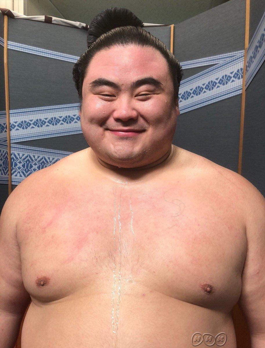 【勝ち越しの声】新入幕で勝ち越して以来7場所ぶりの勝ち越し#隆の勝 です「前に出る相撲 引かない相撲 一気に出る相撲を 意識してやってきた」にっこりこたえてくれました取組はおめでとうございますd(>v<)b#sumo #nhksumo #相撲