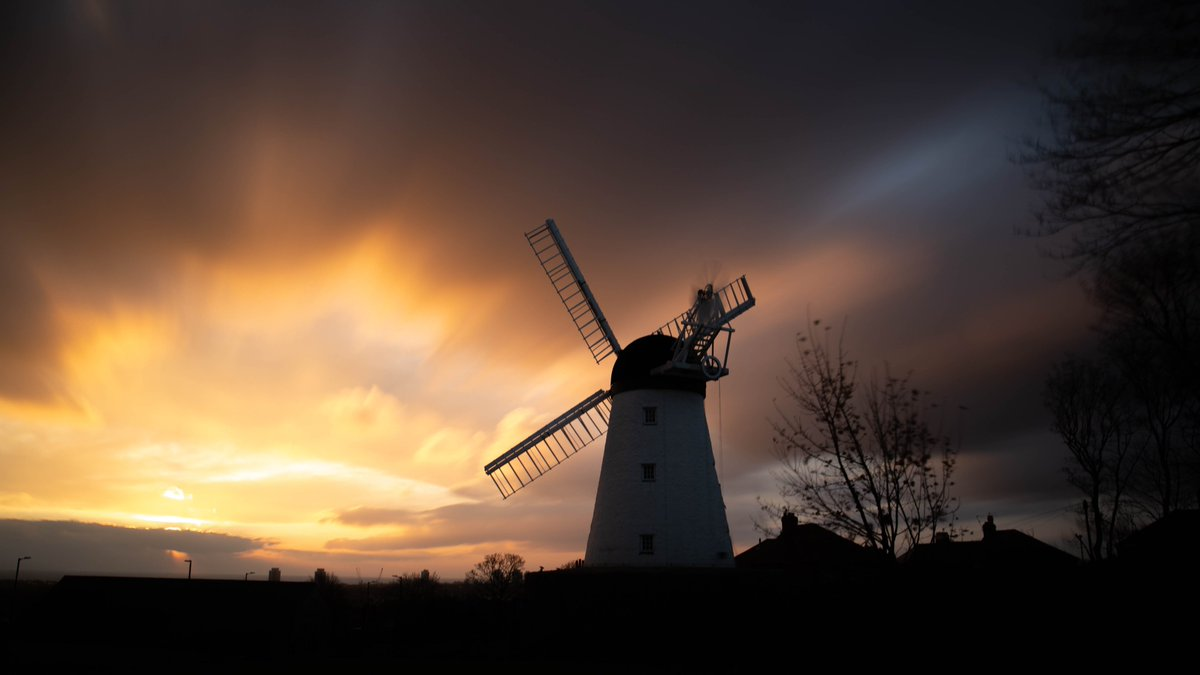 """Wild and Windy"" Good morning from a windy sunrise at Fulwell Windmill in Sunderland. @StormHour @EarthandClouds #ThursdayMorning <br>http://pic.twitter.com/UEudQvPvn7"