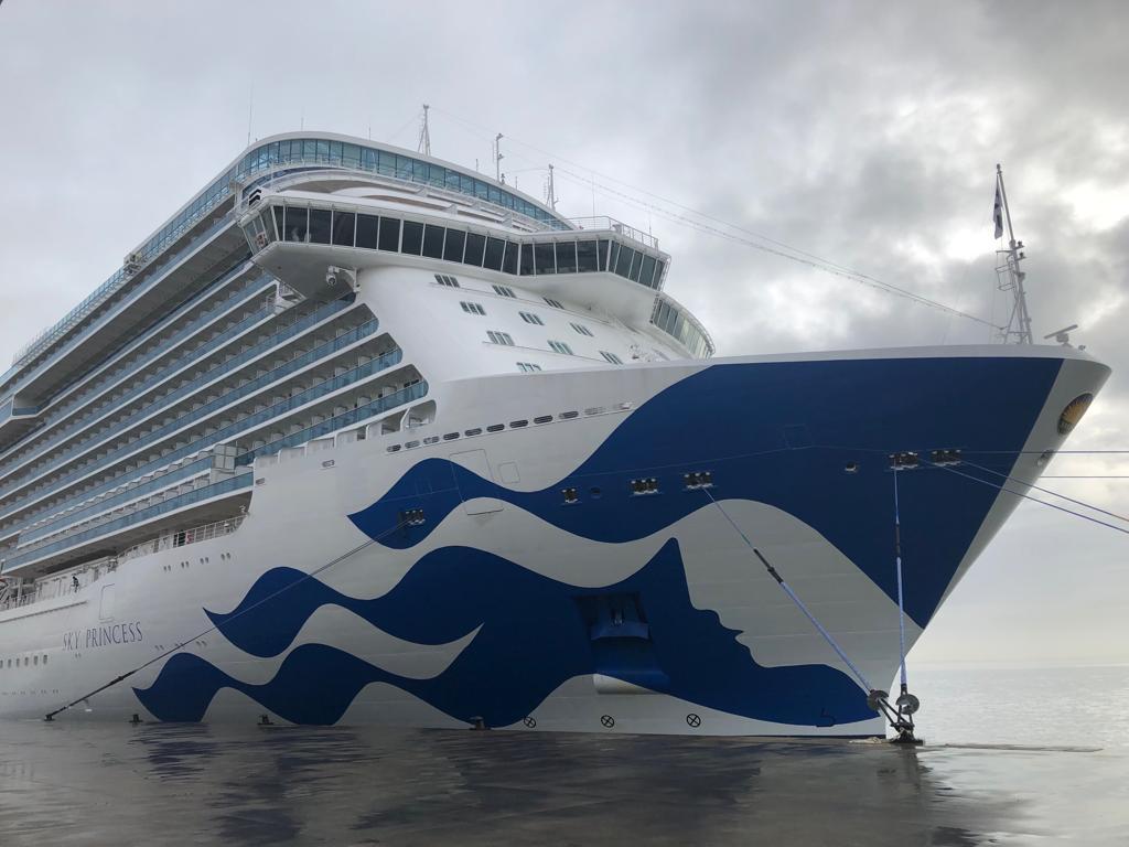 🛳️ ¡Hoy #Lisboa dio la bienvenida al #SkyPrincess! Atracado en su puerto, este nuevo navío de la flota @PrincessCruises recibió la visita de agencias de viajes y medios de comunicación, que pudieron recorrer sus espacios y conocer sus instalaciones. ¡Aquí les tenemos! 👇