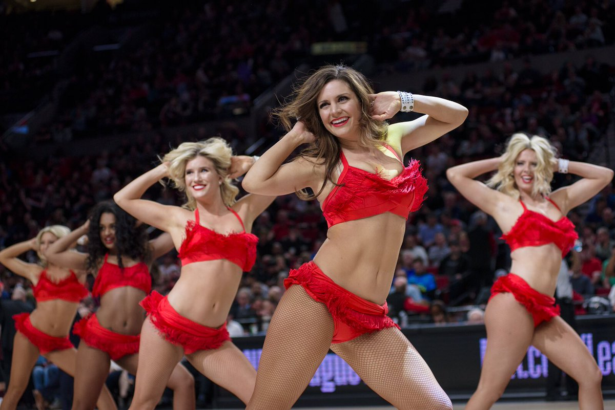 Portland  #RipCity is 1-5 ATS in its last 6 games on the road  And Milwaukee #FearTheDeer is 4-1 ATS in its last 5 games when playing at home against Portland #NBA Match @  8:00p ET   |   TNT #PORvsMIL #blazerdancers #nbadancers / http://pygy.co/Bni