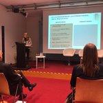 Image for the Tweet beginning: Frau Zanier vom Forum für