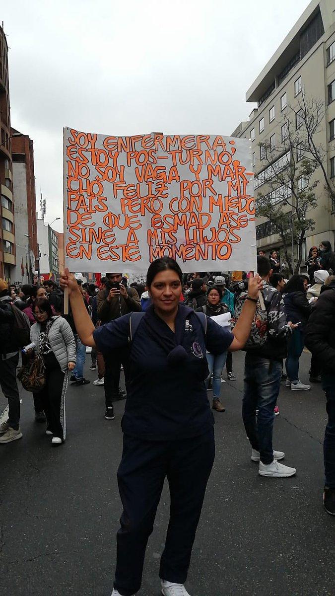 """""""Marcho feliz por mi país, pero tengo miedo que el ESMAD asesine a mis hijos."""" #ParoNacional  #21NSomosTodos #paro21denoviembre Por el desmonte del #ESMAD"""