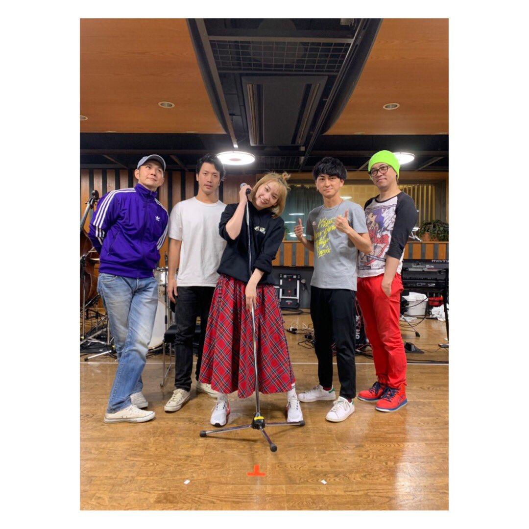 明日はマイナビ赤坂BLITZにて高槻かなこ 1st Cover Live ~King of Anison~開催です👑🔥🔥🔥意気込みとか感想とかは #きんアニ で呟いてもらおうかな❤️精一杯歌います!魂震わせます!待ってろーーーー!!!