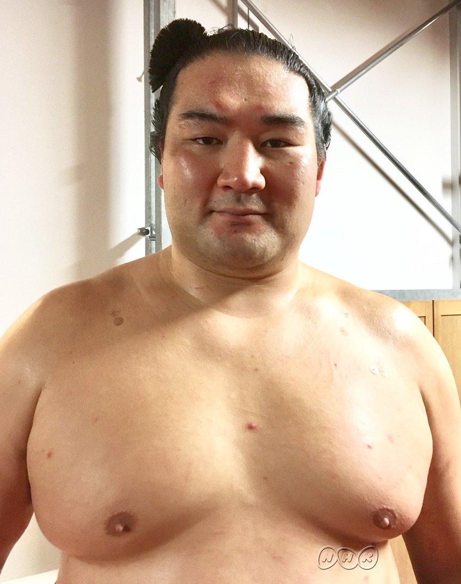 【殊勲のインタビュー】これまで勝ったことがなかった大関 #貴景勝 をやぶった#竜電 です「体がとっさに動いた (次は) しっかり当たって 前に攻められるように していきたい」取組はおめでとうございます(o´∀`)ノ#sumo #nhksumo #相撲 #大相撲