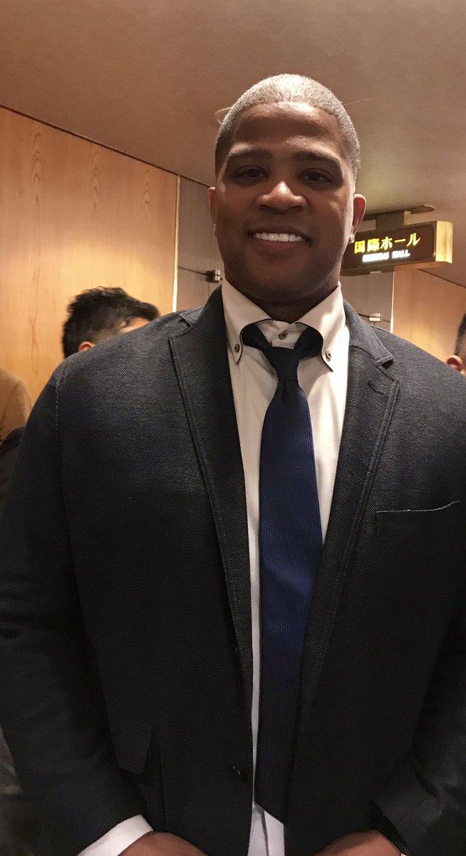 ビシエド選手は外国人選手では異例の球団納会に参加!「参加できてとても嬉しい」と喜んでました。ファンフェスタも参加するとか。スーツ姿が決まってるね〜!!(ドラ番記者)#中日ドラゴンズ#ビシエド