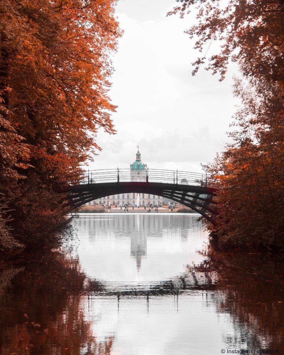 Auf einer Skala von 1 bis 10 ist das hier eine 12 #wow #fotoliebe #visit_berlin   Instagram / instalyrikpic.twitter.com/6H62KgvXHv